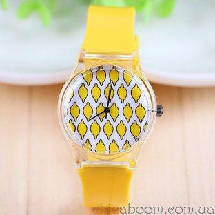 Часы с силиконовым ремешком жёлтого цвета с лимонами на циферблате
