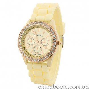 Часы Geneva с силиконовым ремешком кремового цвета и стразами