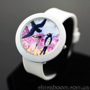 Часы с силиконовым ремешком белого цвета (ласточки)