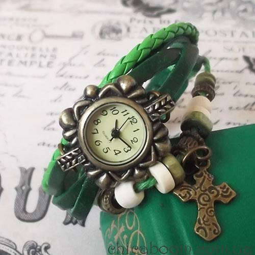 Винтажные часы-браслет с зелёным ремешком