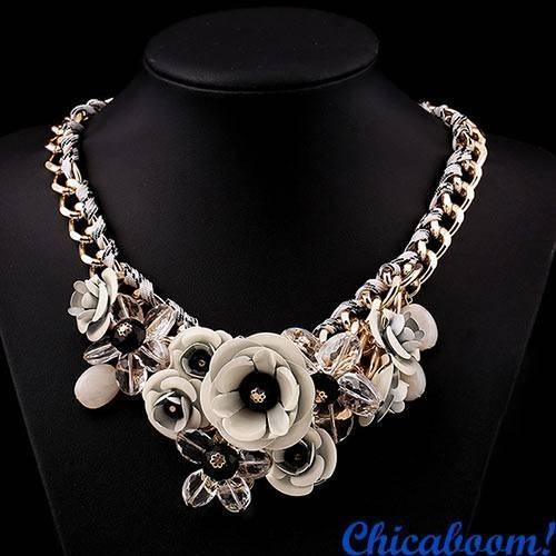Ожерелье Весенние цветы (молочного цвета)