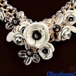 Набор Весенние цветы в белых тонах (ожерелье и серьги)