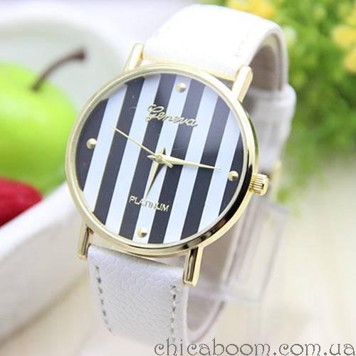 Часы Geneva с кожаным ремешком белого цвета