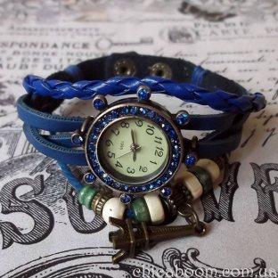 Часы-браслет с синим ремешком со стразами