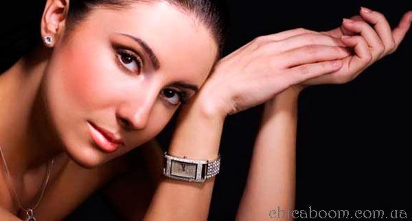 часы с прямоугольной формой циферблата для бизнес леди