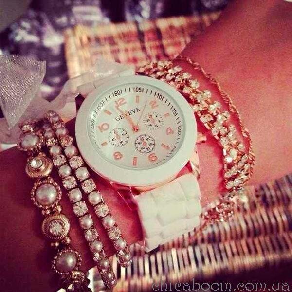 часы Geneva с силиконовым ремешком белого цвета