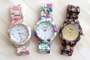 Стильные вещи. Часы Geneva с цветочным принтом.